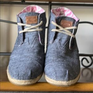 Toms chambray blue wedge high tops size 8